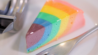 カラフルなケーキは100種類以上!「エーワークス」の幸せを呼ぶレインボーチーズケーキ