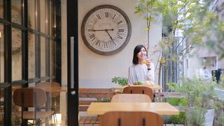 世界の旅行者と出会えるカフェバー、台東区根津の「HOTEL GRAPHY」