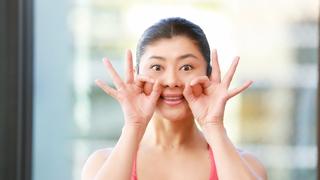 """30秒で小顔&立体顔へ♡ 魔法の運動""""顔ヨガ""""で自力整形!"""