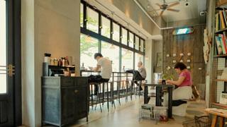 「The Workers coffee / bar」で目黒川を眺めながらエッグスラットを