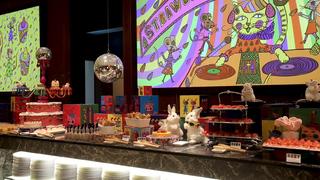 ヒルトン東京の人気デザートブッフェ「ストロベリー・サイケデリック60s」でポップな異世界を楽しむ