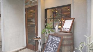 ランチはカレー、夜はバーを楽しむ多国籍料理店・千駄ヶ谷「スパイスキッチン鳩ノ森」