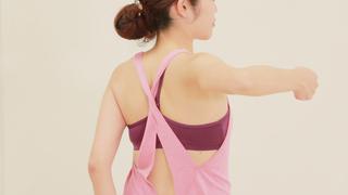背中の引き締めや肩こりの緩和に!座ったままできる簡単ヨガ