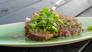 ヒルトン東京の天空のビアガーデン 肉テラスに人気肉料理大集合