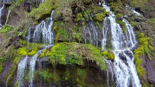 日本の趣ここにあり! 絹の糸のように美しい吐竜滝で、優美な渓谷の旅