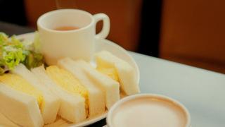 黄金色の至福♪「カヤバ珈琲」の名物玉子サンドで最高に贅沢な朝食を
