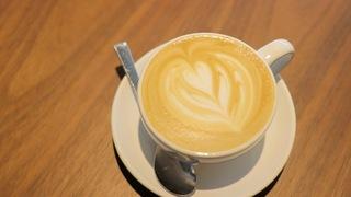 昼はカフェ、夜はバー。世界中の旅行者と出会えるホステル「UNPLAN神楽坂」