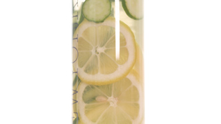 レモンですっきり爽やかに! 夏を彩るデトックスウォーターの作り方
