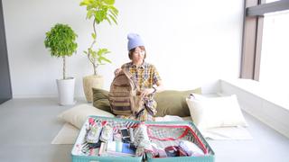 【詩歩さんのMYトランク Vol.6】カメラ好きにはたまらない! 収納バッグにスマホストラップ