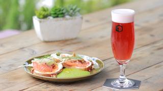 フードも見逃せない、カスタマイズビールが作れる「スプリングバレーブルワリー東京」
