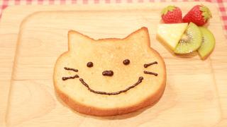 キュートすぎる! 並んでも買いたいベーカリー&カフェ「ブルージン」のネコ型食パン