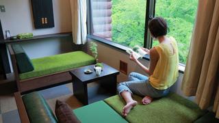 苔の神秘の世界を存分に堪能!「星野リゾート 奥入瀬渓流ホテル」