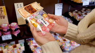 長いふ菓子に細工あめ。菓子屋横丁に佇む老舗製菓店「松陸製菓」