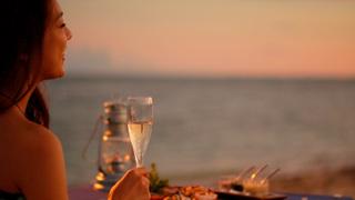 """星のや竹富島 ディナー編~離島の""""星のや""""ならでは。ビーチで 夕陽を見ながらアウトドアディナー~"""