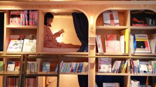 池袋の泊まれる本屋「BOOK AND BED TOKYO」で、本に囲まれて至福の寝落ち体験