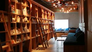 泊まれる本屋がコンセプトの「BOOK AND BED TOKYO」おすすめ1冊は名作アイス大全!?