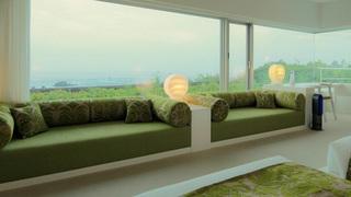利用如海邊別墅的客房與圖書館來放鬆身心的「星野集團 UTOCO 」