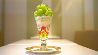 貫禄、シャインマスカットの山! フルーツに溺れる「渋谷西村フルーツパーラー」