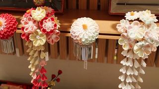 色とりどりの髪飾りにきゅんっ。京都・北大路「京都おはりばこ」で出合う、手細工和雑貨