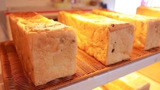 羊蹄山の豊かな銘水でふっくら焼き上げ。札幌「角食専門店 CUBE」の無添加食パン