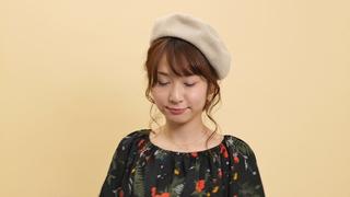 お団子ヘアがポイント。秋冬の簡単ヘアアレンジ「ロング×ベレー帽」