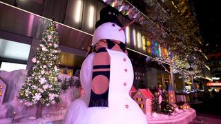 クリスマスの奇跡!ふわりと雪が降り積もる「GINZA SIX CHRISTMAS 2017」