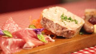 まるでパリの雰囲気。下北沢にあるお肉自慢のビストロ「Petit Debut」