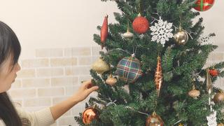 5つのコツでゴージャスに! クリスマスツリーの飾り方