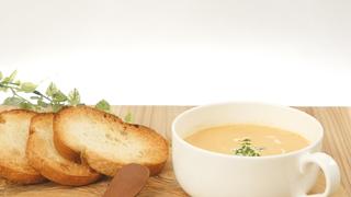 トマト鍋のスープを簡単リメイク!パンをつけておいしい「エビの濃厚ビスク」の作り方