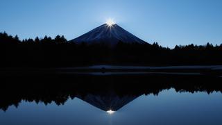 日本に生まれてよかった。冬だけの絶景「ダイヤモンド富士」