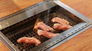 焼肉屋「gg」の店員が教える!鶏モモカルビと鶏ムネロースのおいしい焼き方