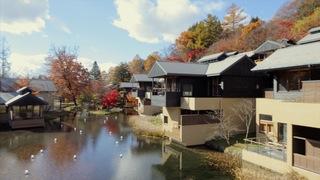星野リゾートの原点「星のや軽井沢」は、自然に囲まれた谷の集落