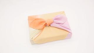 気軽な贈り物やお弁当も風呂敷で!基本の包み方「お使い包み」