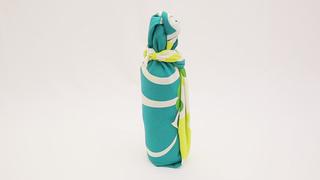 お酒のお土産や持ち運びも風呂敷で!瓶の包み方「巻き包み」