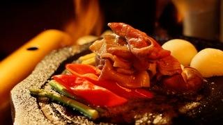 「星野リゾート 界 阿蘇」で絶景を見ながら食べる、溶岩プレートの和牛焼きしゃぶ