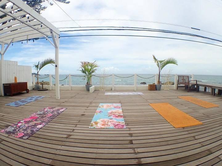 BEACH FRONT YOGA参加費用2,500円から500円割引!
