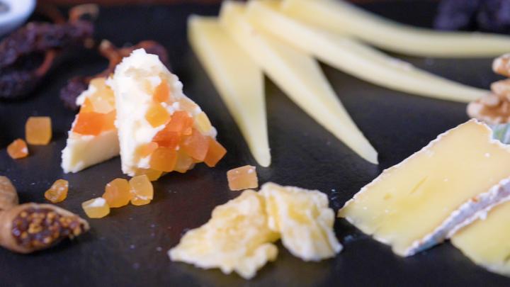 おすすめチーズプラトー5種が¥2,380→¥1,800!