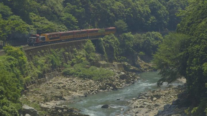 「嵯峨野トロッコ列車」