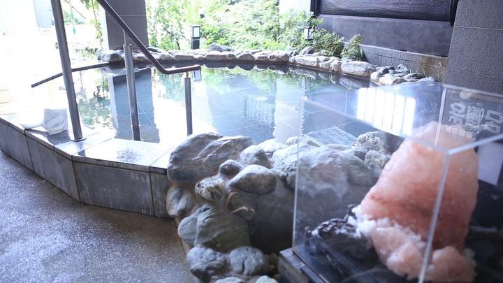 「りんくうの湯」の岩風呂