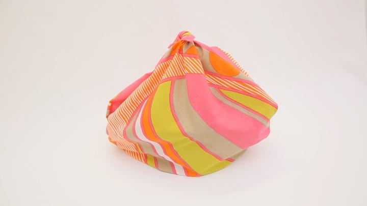 持ち運びに活躍する風呂敷!「シンプルバッグ」の包み方の1番目の画像