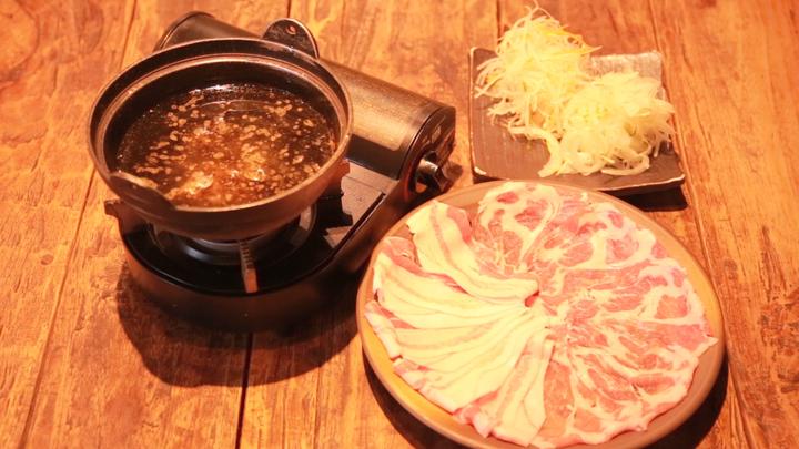 """高級""""黒豚""""をオイルでしゃぶしゃぶ♡薩摩郷土料理専門店「さつまおごじょ」での2番目の画像"""