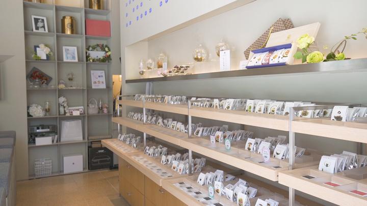 お茶に浮かぶ花を楽しむ! 「クロイソス銀座店」の工芸茶で優雅なティータイムをの1番目の画像