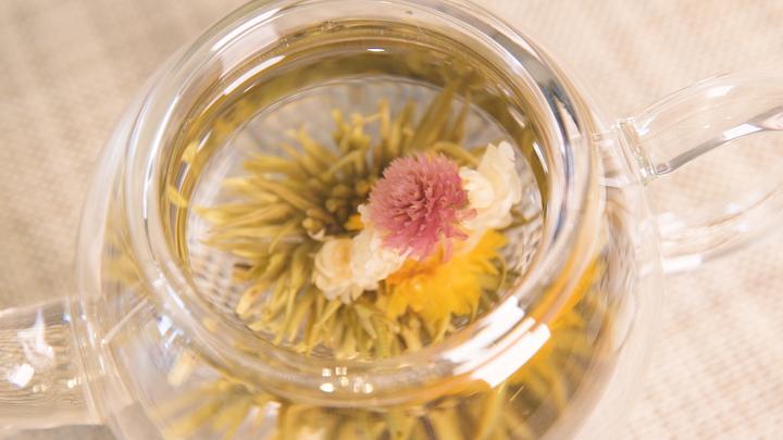 お茶に浮かぶ花を楽しむ! 「クロイソス銀座店」の工芸茶で優雅なティータイムをの3番目の画像