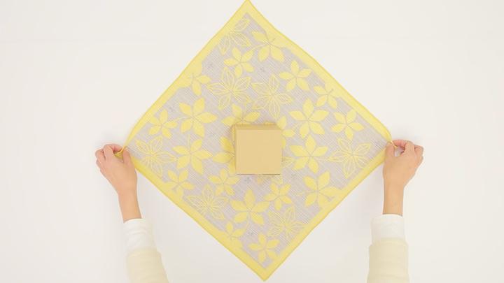 お弁当包みもラッピングにも使える包み方「花びら包み」をご紹介♪の2番目の画像