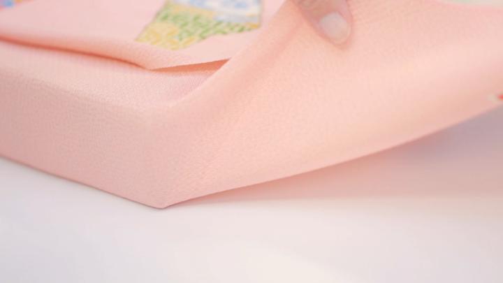 風呂敷包みでギフトやお歳暮を格上げする「平包み」包み方の4番目の画像