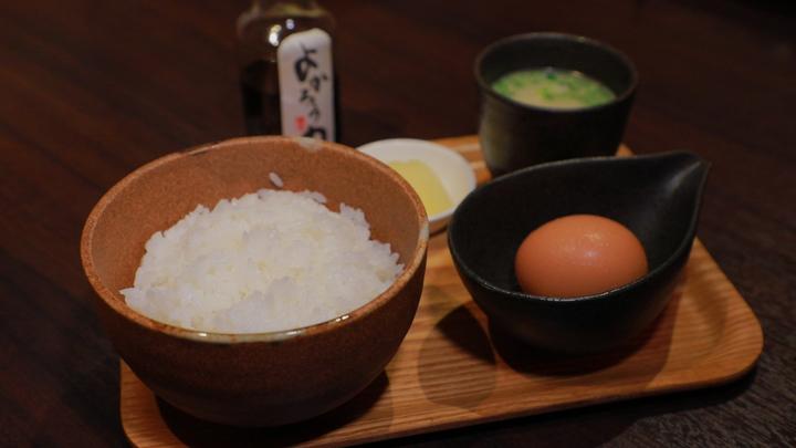 「博多やきとり よかろう門」の卵かけご飯