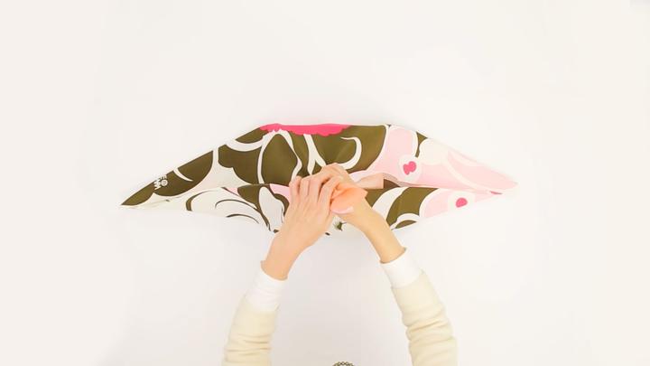 風呂敷の包み方でギフトをアレンジ♪箱の包装にぴったりな「大輪の花包み」の3番目の画像