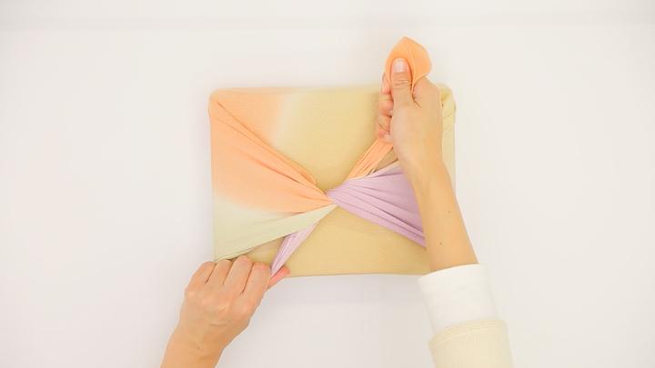 気軽な贈り物やお弁当も風呂敷で!基本の包み方「お使い包み」の4番目の画像