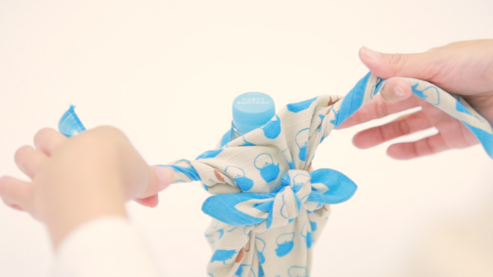 簡單的使用風呂敷!不需要水壺的時尚「寶特瓶包法」♪の6番目の画像