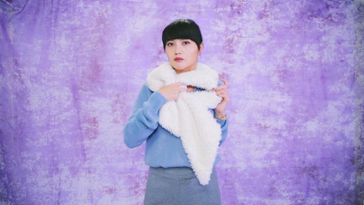 冬のマストアイテム!毛足の長いロングマフラーの巻き方で女子力アップの3番目の画像